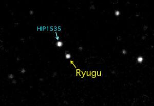 První snímek asteroidu Ryugu pořízený sondou Hayabusa 2.