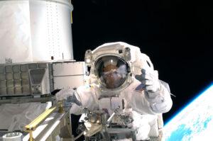 Richard Arnold při výstupu do volného prostoru v rámci mise STS-119.