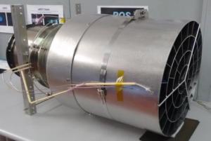 Kompletní testovací set Evropské kosmické agentury při zkouškách iontového motoru pro využití molekul vzduchu