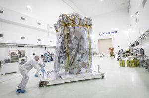 Parker Solar Probe v čisté místnosti Astrotechu.