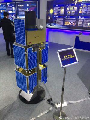 Uspořádání družic Zhuhai na adaptéru rakety