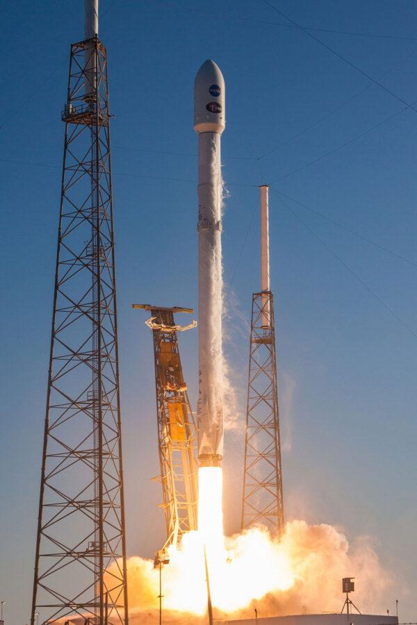 Falcon 9 startuje s teleskopem TESS.