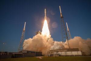 Start Atlasu V na misi AFSPC-11.