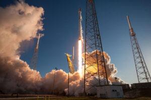 Falcon 9 vynáší teleskop TESS.