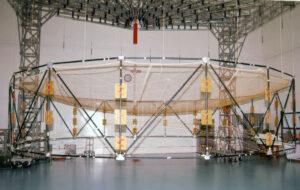 Zkušební rozkládání antény družice GSAT-6.