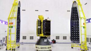 GSAT-6A před uzavřením aerodynamického krytu.