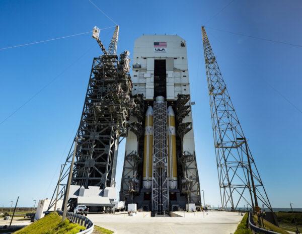 Delta IV Heavy na startovní rampě číslo 37.
