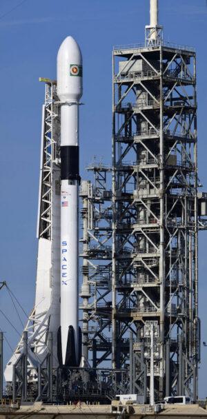První Falcon 9 ve verzi Block 5, jak jej v úžasných detailech zachytil K. Scott Piel.