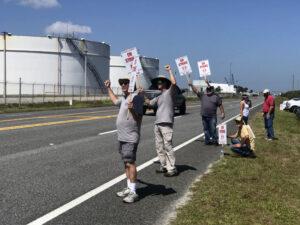 Část stávkujících zaměstnanců ULA.