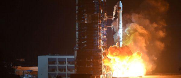 CZ-3B vynáší telekomunikační satelit