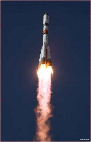 Povedená fotka z vypuštění zásobovací lodi Progress MS-07 na raketě Sojuz 2-1a v říjnu 2017.