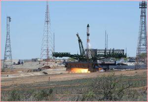 Start rakety Sojuz 2-1a s kosmickou lodí Progress M-27M, který skončil havárií.