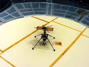 Součástí ověřovacích zkoušek byly i cvičné lety v komoře simulující podmínky na Marsu.