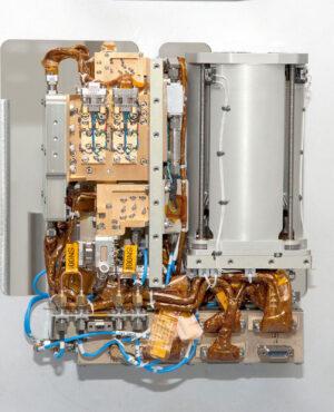 Elektronika radaru a složená anténa zabírají 4,5U z celkového 6U cubesatu RainCube.