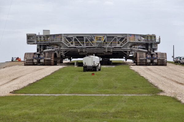22. května se transportér CT-2 vydal v rámci zkoušky na rampu 39B.