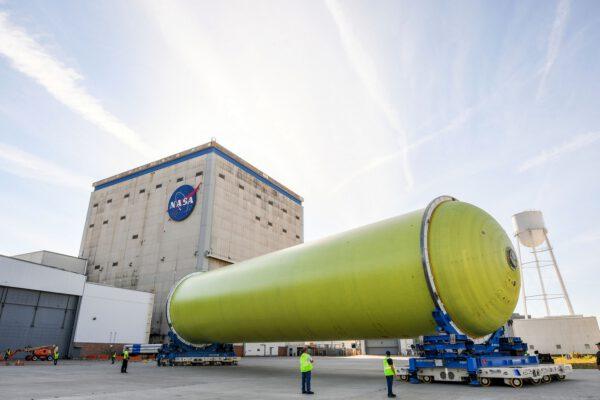 Vodíková nádrž pro první let rakety SLS