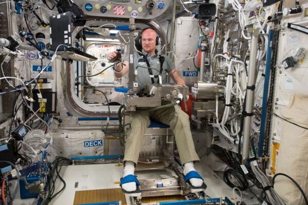 Alexander Gerst se v modulu Columbus věnuje experimentu Grip study, který je zaměřený na změny nervového systému ve stavu mikrogravitace. Výsledky mohou pomoci vylepšit návrhy příštích kosmických stanic, aby byly bezpečnější. Stejně tak by se daly tyto poznatky využít i pro pozemské pacienty trpící neurologickými potížemi.