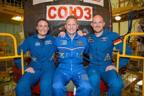 Posádka Sojuzu MS-09 před odletem ze Země