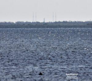 V sobotu 23. června byl na rampě 40 spatřen vztyčený Falcon 9 čekající na statický zážeh.