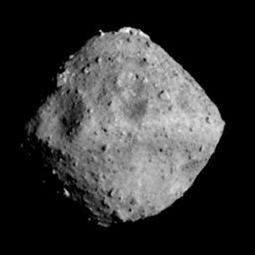 Asteroid Ryugu ze vzdálenosti 40 kilometrů.