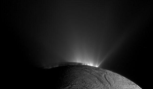 Výtrysky na Enceladu