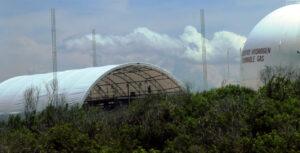 Rameno CAA se nachází pod tímto velkým stanem