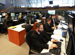 Řídicí středisko startu v Kennedyho vesmírném středisku během simulace odpočtu