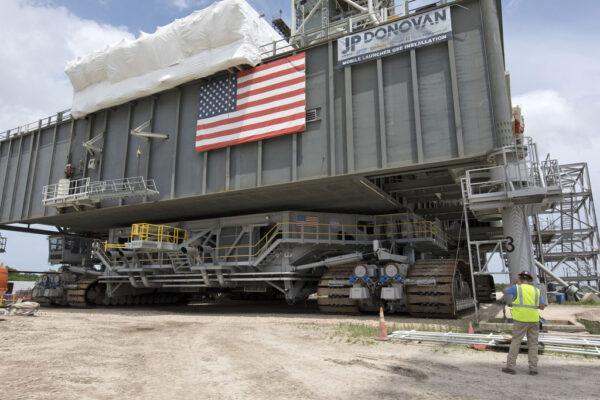 Pásový dopravník CT-2 pod mobilní vypouštěcí plošinou, 1. června