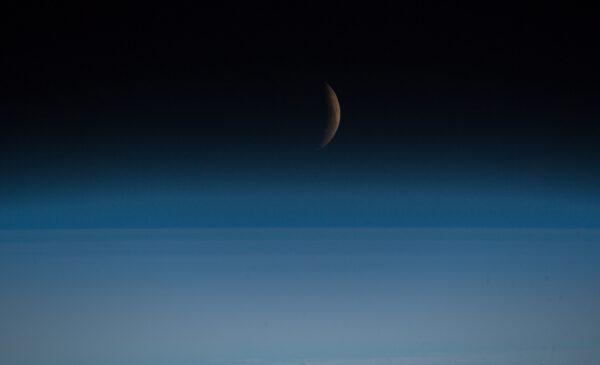 Alexander Gerst vyfotografoval zatmění Měsíce z vesmíru