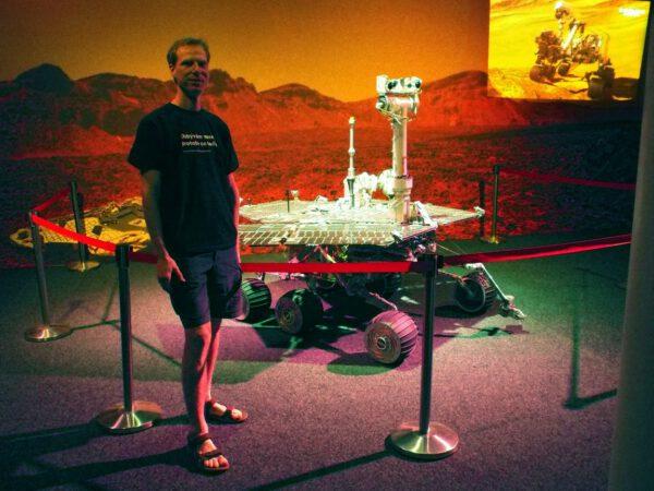 Autor článku, Martin Gembec u své srdcovky, modelu Mars Exploration Rover
