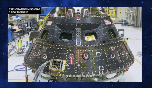 Modul pro posádku Orionu sbackshell panely tepelné ochrany, tvořícími vnější plášť lodě, duben.