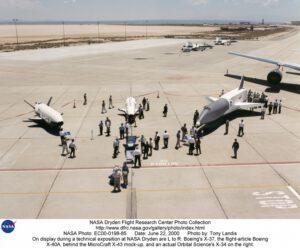 Unikátní záběr na testovací exempláře X-40A, X-37 a Orbital ScienceX-34