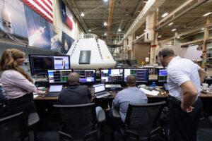 Přípravy na oživování kabiny Orionu pro test AA-2 vJSC, 27. června