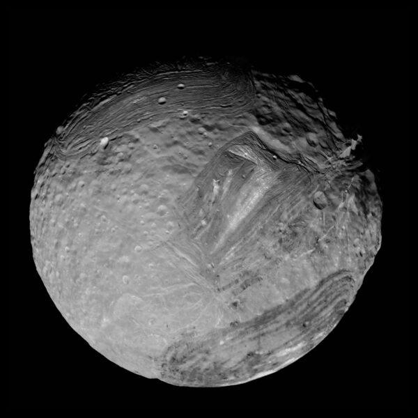 Nejlepší snímek Mirandy z Voyageru v úpravě Teda Stryka. Foto: NASA/JPL-Caltech