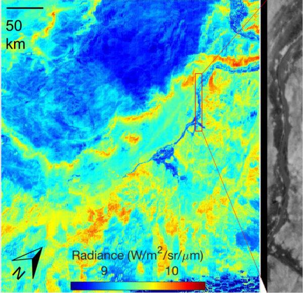 ECOSTRESS pořídil v noci na 9. července tento snímek Egypta. Žluté a červené oblasti značí vyšší teplotu a na snímku je dobře vidět chladnější pruh řeky Nil. Černobílý detail ukazuje, jakou úroveň detailů dokáže EOSTRESS poskytnout.