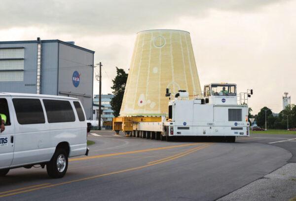 Přeprava adaptéru LVSA do budovy 4649, 26. června