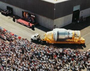 Slavnostní představení první letového exempláře stupně Centaur G (označení SC-1) v srpnu 1985