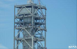 Nové mezipatro na věži rampy 39A