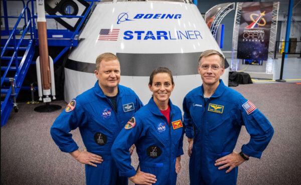 Posádka mise Boeing CFT - zleva Eric Boe - Nicole Aunapu Mann - Chris Ferguson