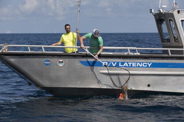 8.8.2018 - Šestnáct kilometrů od pobřeží Kennedyho vesmírného střediska proběhlo cvičení vylovení odhazovacích pouzder s disky pro zápis dat pro test AA-2. Při cvičení byla pouzdra shazována z vrtulníku letícího ve výšce 1,5 kilometru.