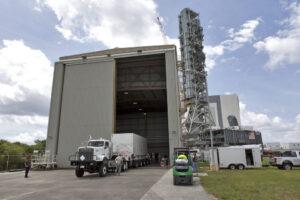 20.7.2018 - Inertní neletová záchranná věžička LAS byla v přepravním kontejneru převezena v Kennedyho vesmírném středisku z budovy VAB do budovy RPSF. Zde bude zkontrolována a připravena k přepravě na startovní komplex SLC-46 na Cape Canaveral AFS pro certifikaci sestavení letového hardwaru a testování mechanického zatížení pro letový test AA-2.