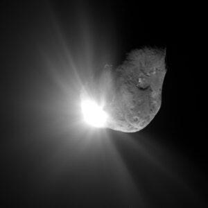 Kometa 9P/Tempel 1 po zásahu impaktorem ze sondy Deep Impact. Foto: NASA/JPL