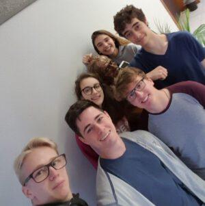 Skupina středoškolských studentů