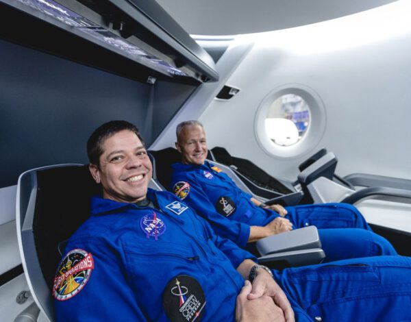 První posádka pro misi DM-2, Bob Behnken a Doug Hurley