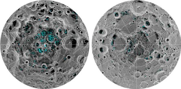 Modře vyznačená jsou ložiska ledu, která se promítají na teplotní mapu Měsíce. Čím nižší teplota, tím tmavší odstín šedé. Vlevo vidíme jižní pól, vpravo severní.