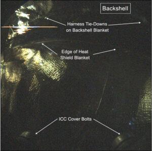Snímek sondy InSight v útrobách přeletového pouzdra pořízený přístrojem ICC (Instrument Context Camera).