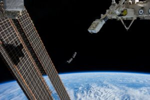 Vypuštění dvou cubesatů z paluby ISS pomocí japonského robotického manipulátoru RMS.