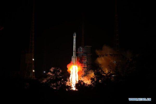 Start rakety CZ-3B s dvojicí družic Beidou
