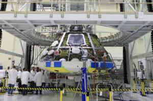 Modul pro posádku Orionu s připojeným tepelným štítem, 25. července