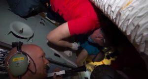 Alexander Gerst a další členové posádky hledají díru v orbitálním modulu Sojuzu MS-09